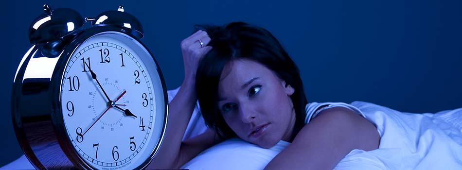 Conciliar el sueño. Alimentos para conseguirlo - Mujer con insomnio