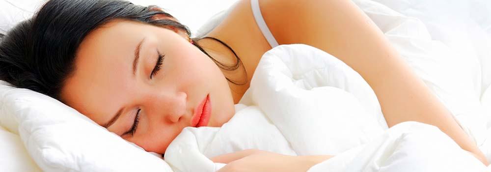 Conciliar el sueño. Alimentos para conseguirlo - Mujer durmiendo