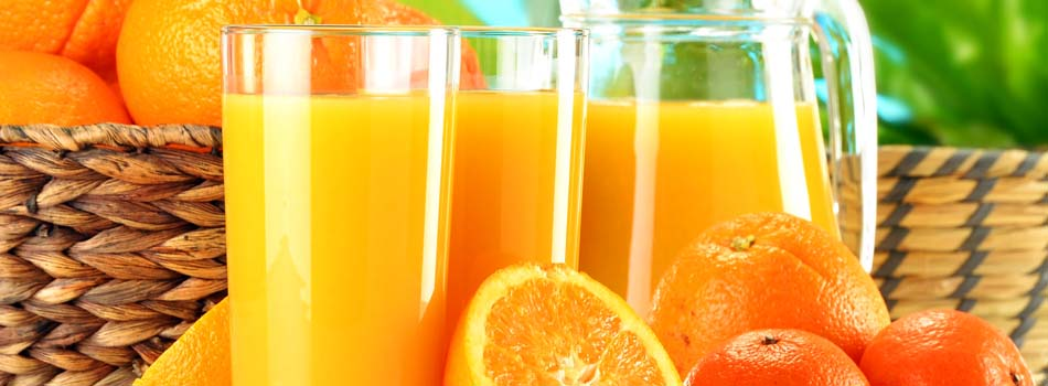 Zumo de naranja. Jarra y vasos