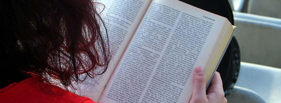 Cafeína y memoria - Chica estudiando