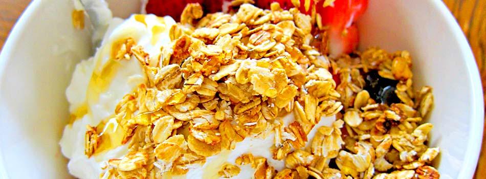 Yogur griego - Con muesli y fresas
