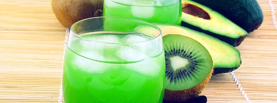 Zumo de frutas y bebidas azucaradas. Zumo de kiwi