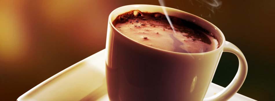 Taza de café humeante